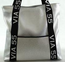 VIA55 nagyméretű válltáska felirattal, rostbőr, ezüst